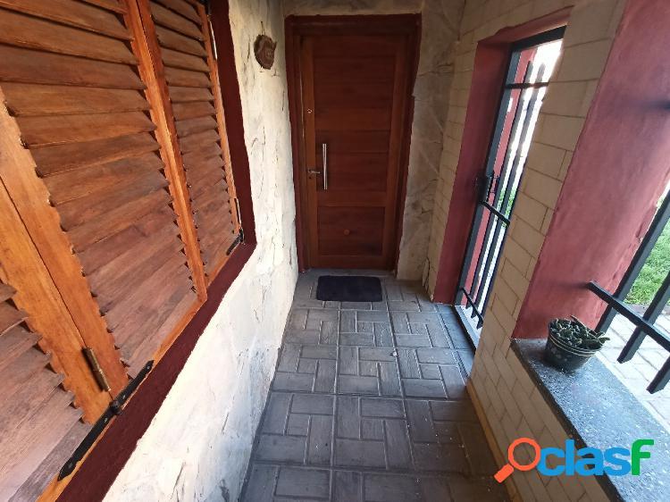 Casa 4 ambientes, con garaje, parrilla y patio 2