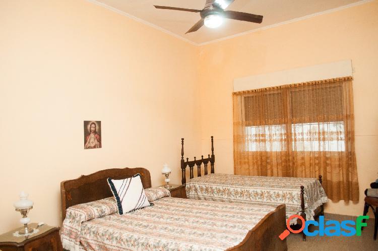Venta Casa 2 Dormitorios Patio y Cochera Zona Plaza Saenz Peña 1
