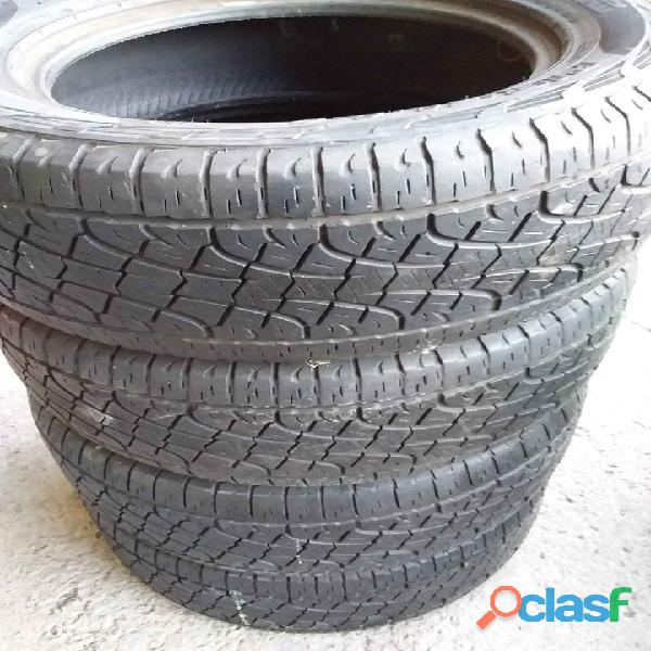 Lote de neumáticos usados para camionetas alta gama en Moreno / Paso del Rey
