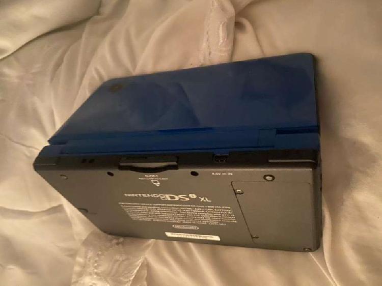 Nintendo Ds XL, con su funda y cargador