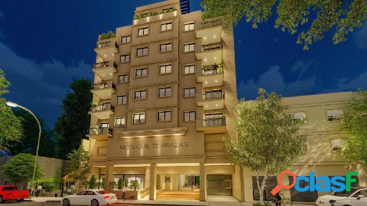 Depto 3 ambientes con balcon saliente en edificio de categoria