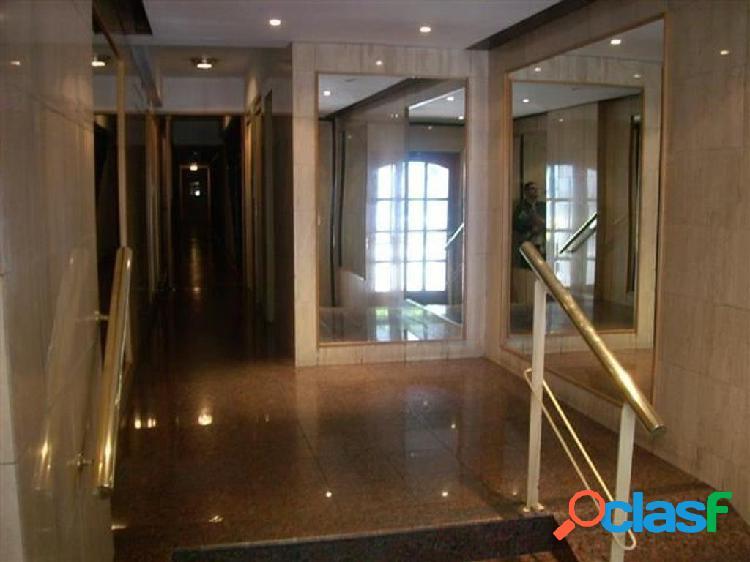 Excelente monoambiente con cocina separada placard y balcon !