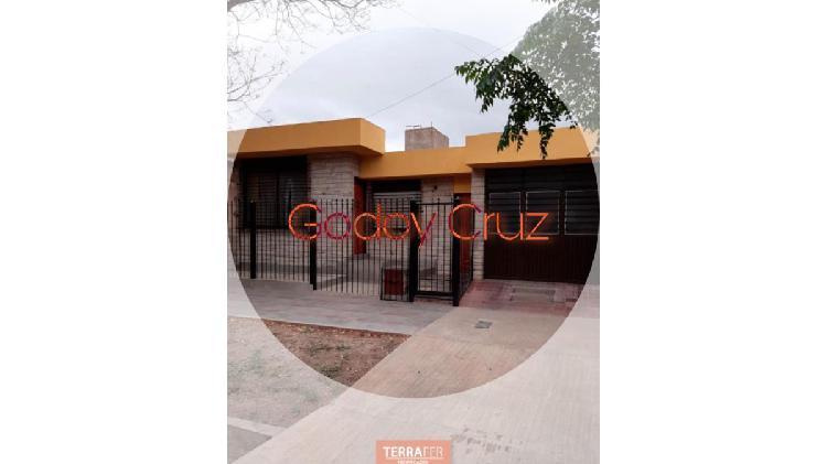 Terrafer propiedades vende amplia casa en godoy cruz