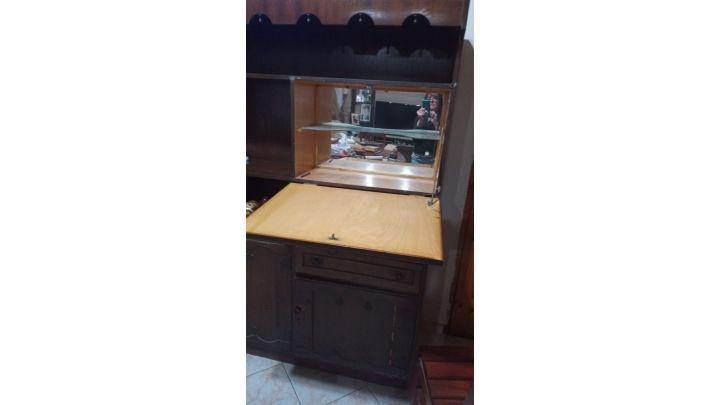 Vendo mueble aparador de madera maciza en buen estado