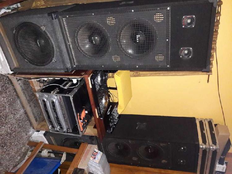 Vendo equipo de sonido profesional en exelente estado.