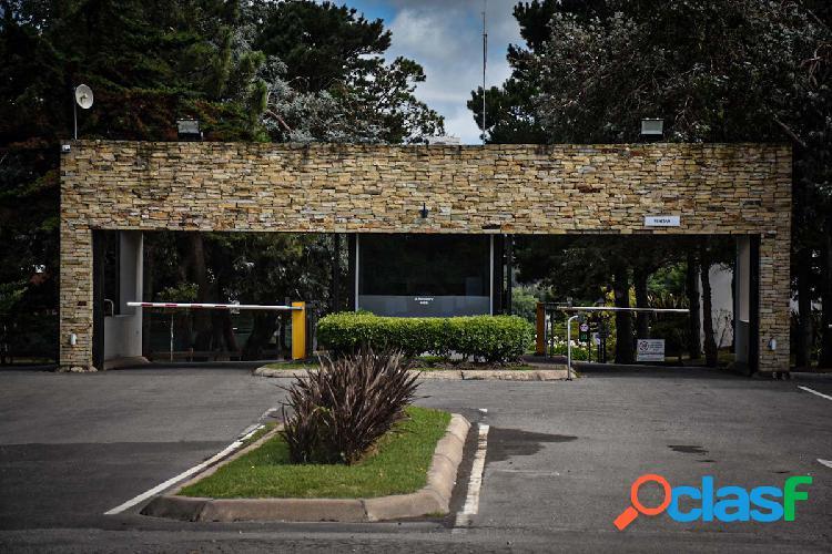 VENTA LOTE EXCLUSIVO FONDO CANCHA DE POLO BARRIO ARENAS DEL SUR.- 970 m2.- uSs 130.000.- 1