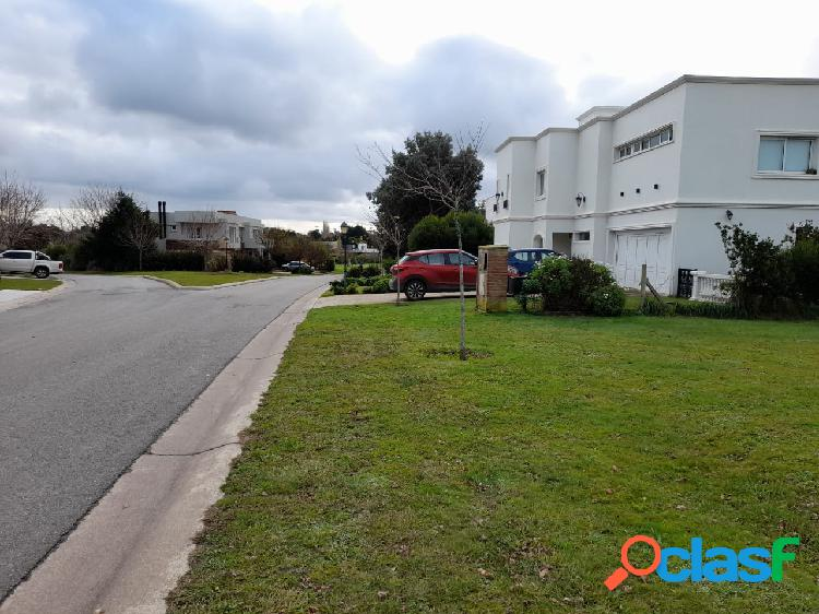VENTA LOTE EXCLUSIVO FONDO CANCHA DE POLO BARRIO ARENAS DEL SUR.- 970 m2.- uSs 130.000.- 3