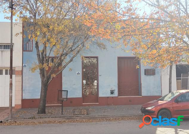 Casa antigua en zona céntrica - en venta