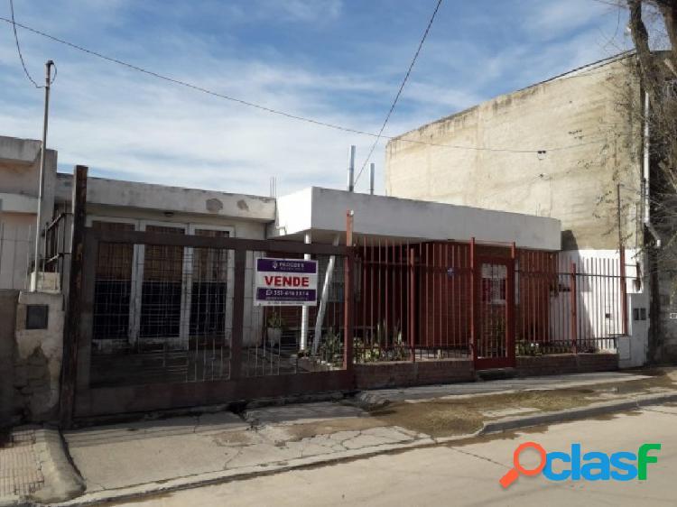 Vendo casa en Bº San Roque a metros Ruta 20 - 4 dor 2 bños 1