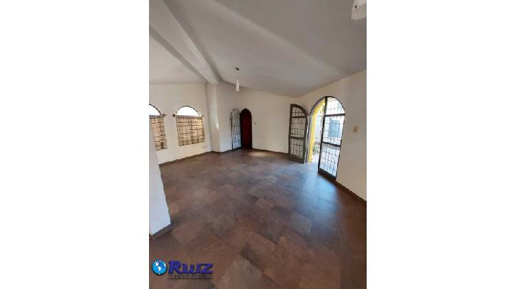 Ruiz inmobiliaria alquila casa quinta: ideal para salón de