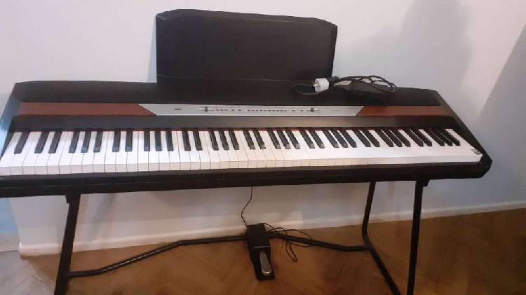Venta de piano korg. muy poco uso mod sp-250. 220 v.