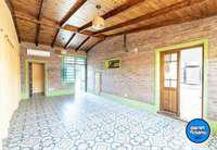 Casa de dos dormitorios a la venta en funes city con jardin
