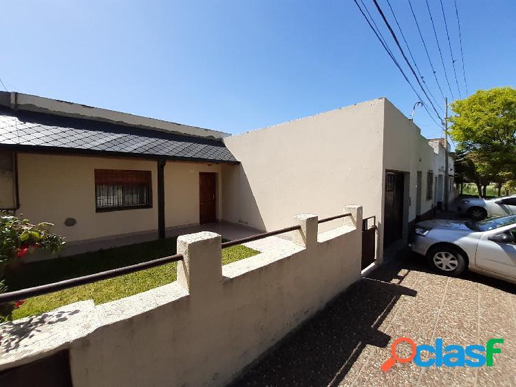 Casa de 3 dorm. baño, patio y garaje