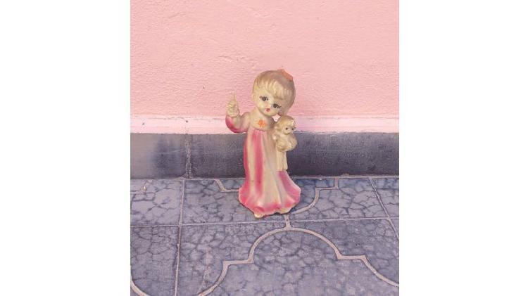 Estatuilla de marmolina figura: MUÑEQUITA!!! (Antiguedad)