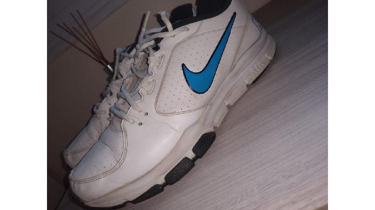Vendo zapatillas nike originales usadas $2800 talle 44