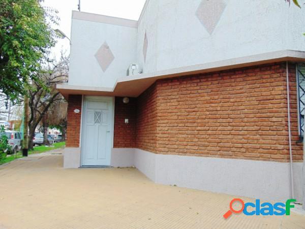 CASA 2 DORMITORIOS, QUINCHO Y COCHERA. 1