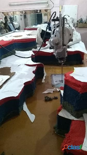 Taller corte de ropa textil / cortador de ropa y géneros 2