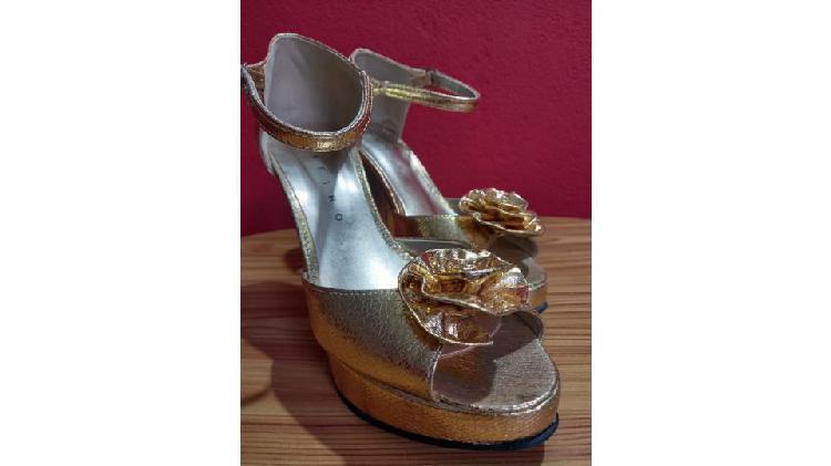 Sandalia doradas