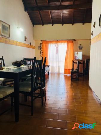 Fh depto de tres ambientes externo con cochera, zona pompeya