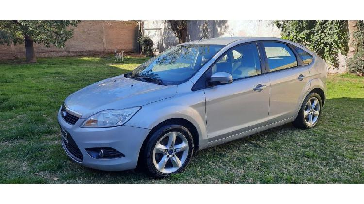 Ford focus-- trend 1.6-- 2012 full full 117000 km impecable