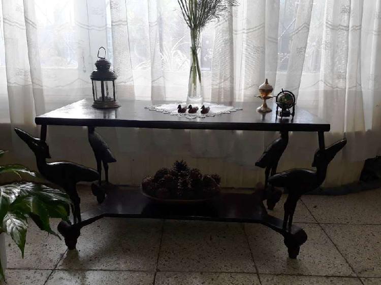 Rara y antiquisima mesa ratona de madera macisa, tabla